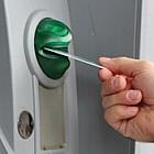 Jak złodzieje zatrzymują wasze pieniądze w bankomatach, by je ukraść