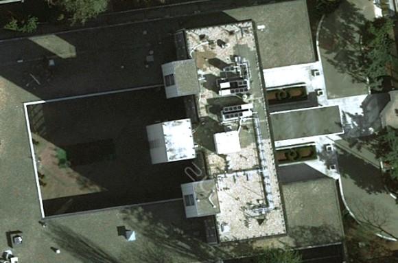 Instalacje na dachu ambasady (źródło: Zumi)