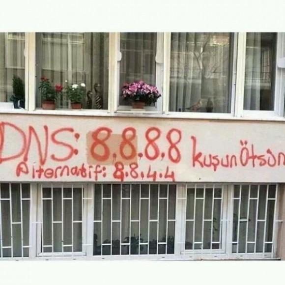 Turcy nakłaniający się wzajemnie do używania DNS Google