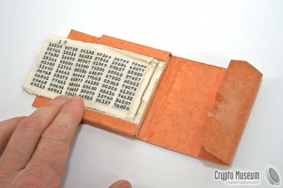 Książka kodów jednorazowych (źródło: Crypto Museum)