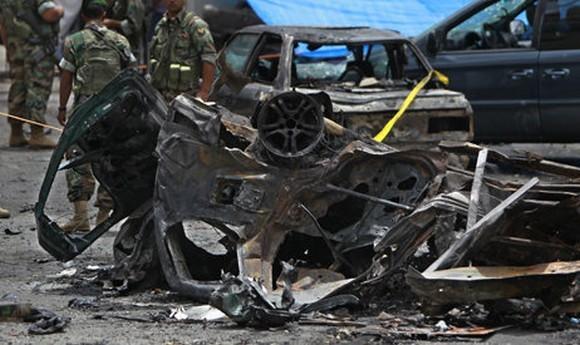 Skutki zamachu bombowego w Bejrucie