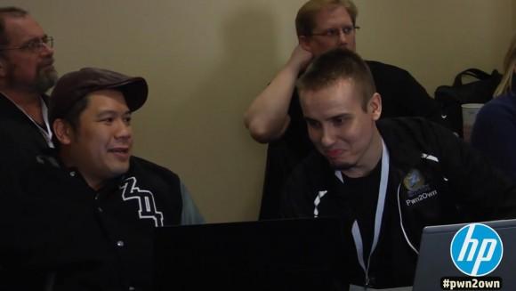Mariusz (po prawej) po prawidłowym wykonaniu eksploita