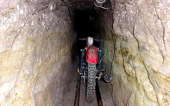 Motocykl w tunelu