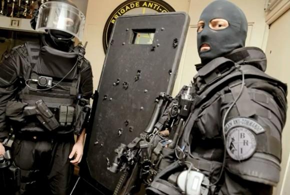 Tarcza jednostki specjalnej która szturmowała Bataclan